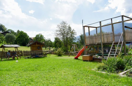 loechlerhof-brixen-spielplatz (2)